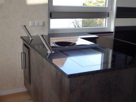 glastheke mit edelstahl thekenf e kleben glasplatte. Black Bedroom Furniture Sets. Home Design Ideas