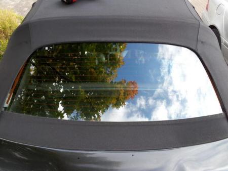 cabrio verdeckstoff mit glasscheibe kleben bei einem. Black Bedroom Furniture Sets. Home Design Ideas