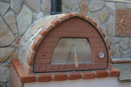 aluminium mit verblender aus naturstein oder beton kleben aussenfl che eines pizzaofens. Black Bedroom Furniture Sets. Home Design Ideas